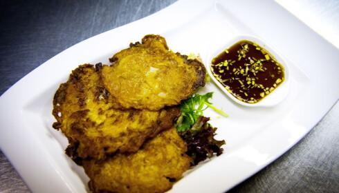 KOREANSKE PANNEKAKER: - Knasende gode, sier Fredag om pannekakene som serveres med god kimchi og svinekjøtt.