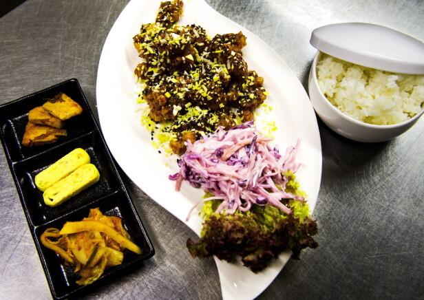 KFC GANGNAM-STYLE: Denne retten kalles KFC - Korean Fried Chicken og serveres med sterk og søt  saus.