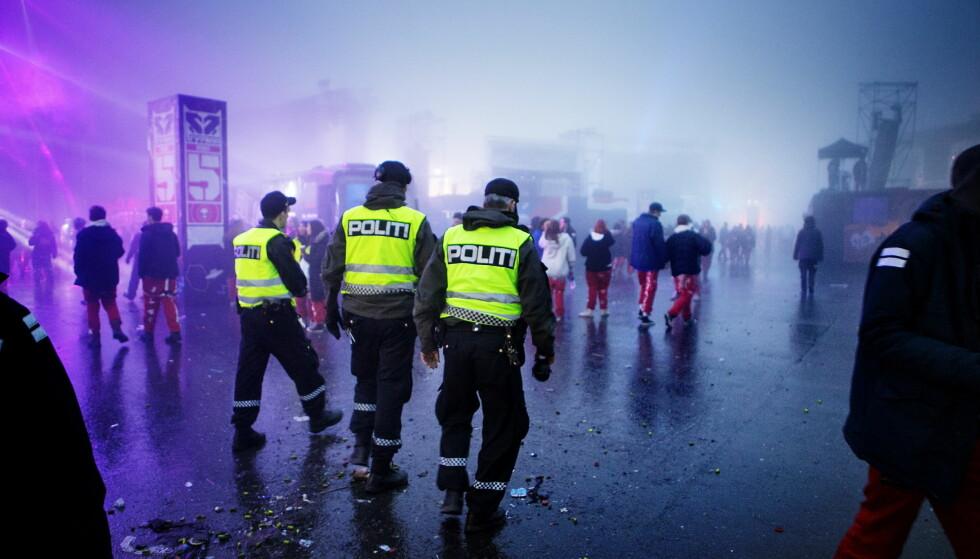 TIL STEDE: Politiet patruljerer på Tryvann i Oslo i forbindelse med et russetreff. Men Politidirektoratet har ikke anledning til å tolke alkoholloven, og har derfor heller ikke gjort det, skriver artikkelforfatteren. Foto: Christian Roth Christensen / Dagbladet