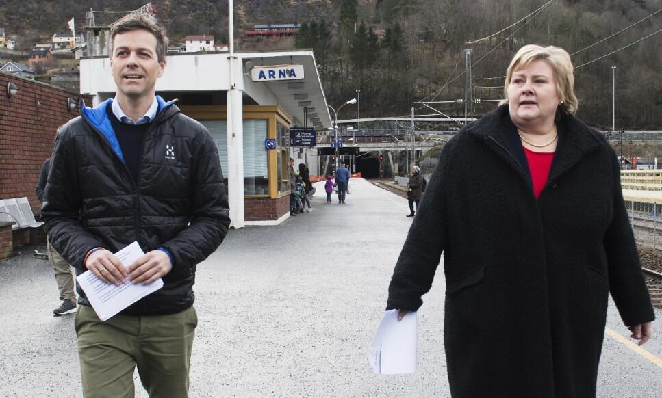 HEMMELIGE VENNER: KrF-leder Knut Arild Hareide sørger for å godkjenne statsminister Erna Solbergs hemmeligstempling. Foto: Marit Hommedal / NTB scanpix