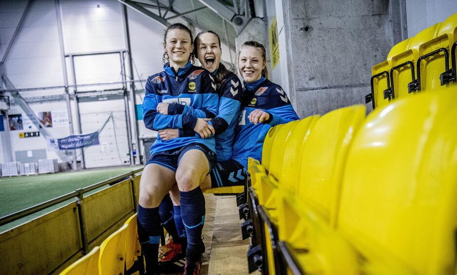 MÅLSCORERE: Guro Reiten (22, i midten) og Sophie Roman Haug (17, til høyre) er toppscorere i Toppserien med seks mål hver. Her med lagvenninne Synne Skinnes Hansen (21, til venstre). Foto: Thomas Rasmus Skaug / Dagbladet