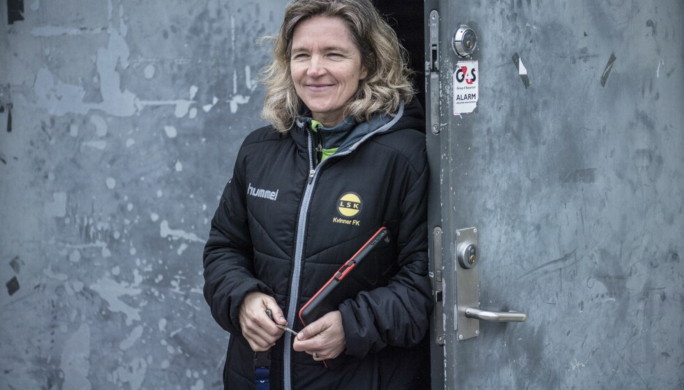HOVEDTRENER: Hege Riise utenfor LSK-hallen i Lillestrøm. Foto: Thomas Rasmus Skaug / Dagbladet