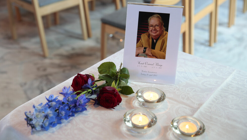 BISATT: Knut Borges kiste i Haslum krematorium. Foto: NTB Scanpix