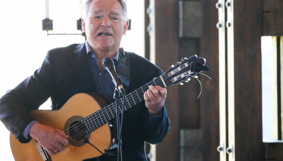SPILTE FOR KNUT: Lars Klevstrand var blant flere musikere som spiller i Knut Borges bisettelse. Foto: Andreas Fadum