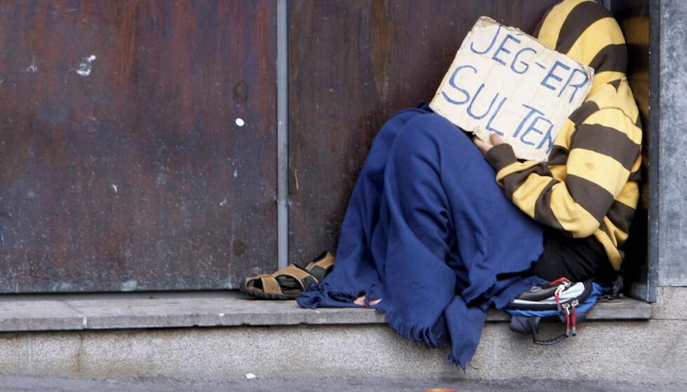 SULTEN: Fattige tilreisende lever på marginen, enten de er tvunget til det av bakmenn eller faktisk sender penger hjem til familien, skriver kronikkforfatteren.Foto: Morten Holm / NTB Scanpix