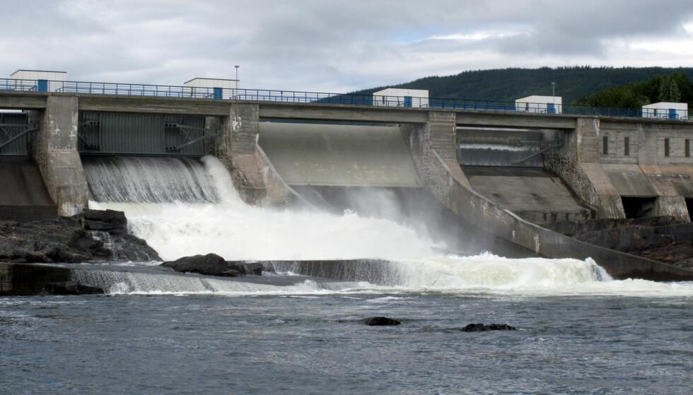 KRAFT TIL LANDET: Hunderfossen kraftstasjon i Gudbrandsdalslågen. - Norsk vannkraft er fantastisk. I mer enn et århundre har den sørget for relativt rimelig strøm til norske husholdninger og et solid konkurransefortrinn for norsk industri, skriver artikkelforfatteren. Foto: Paul Kleiven / Scanpix