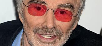 Hollywood-legende Burt Reynolds med sjelden offentlig opptreden. Trengte stol for å holde seg oppreist