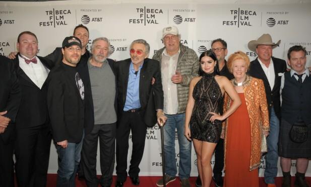«DOG YEARS»: Her seg vi regissør Adam Rifkin på Tribeca Film Festival - sammen med Brian Cavallaro, Robert DeNiro, Burt Reynolds, Chevy Chase, Ariel Winter, Kathleen Nolan, Gordon Whitener og Neil Mandt. Foto: NTB Scanpix