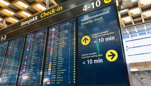 HVOR LANG ER KØEN: Her kan du se forventet ventetid, og om det er lurt å velge en annen sikkerhetskontroll. Foto: Odd Roar Lange/The Travel Inspector