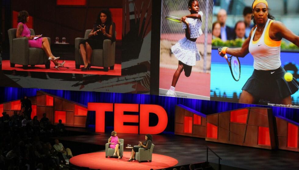 I SAMTALE: Serena Williams i samtale med journalist Gayle King under en «Ted Talks»-konferanse i Vancouver denne uka. Hun snakket om sin tenniskarriere og hennes velkjente graviditet. Foto: Glenn Chapman / NTB Scanpix