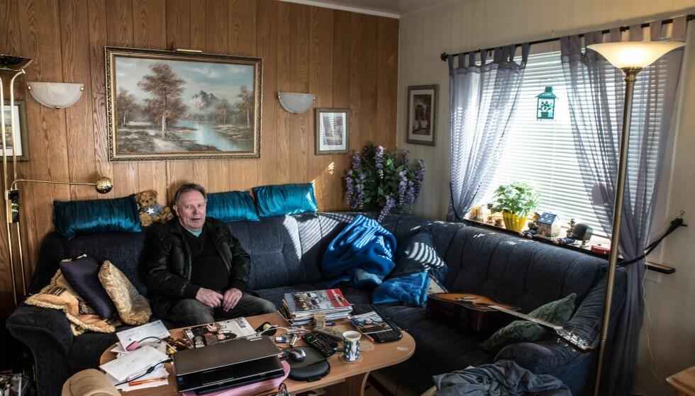 VIL IKKE FLYTTE: Harry Andersen skulle gjerne beholdt i huset sitt i mange år til, men så ikke noe annet valg enn å selge det til Statens vegvesen. Nå sliter han med å finne seg ny bolig. Foto: Bjørn Egil Jakobsen / Hammerfestingen