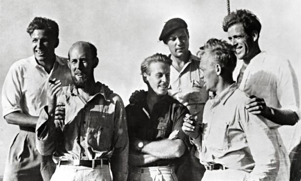 SEKS MODIGE MENN: Mannskapet på «Kon-Tiki». F.v. Knut Haugland, Bengt Danielsson, Thor Heyerdahl, Erik Hesselberg, Torstein Raabye og Herman Watzinger. Foto: Kon-Tiki Museet