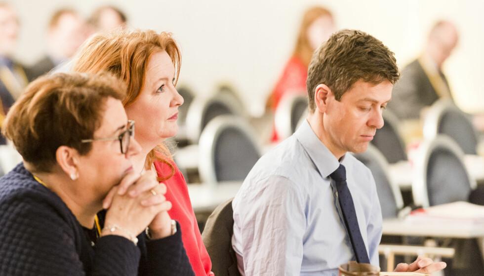 VANT: Leder i programkomiteen Dagrun Eriksen (i midten) fikk gjennomslag for sitt forslag om å innføre skatt på barnetrygd. Her sammen med nestleder Olaug Bollestad og Knut Arild Hareide. Foto: Ned Alley / NTB scanpix