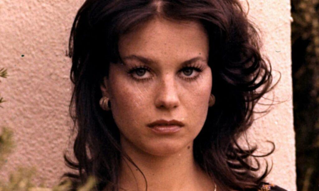image: Lana Wood var Bond-pike og prydet Playboy. Nå er hun hjemløs