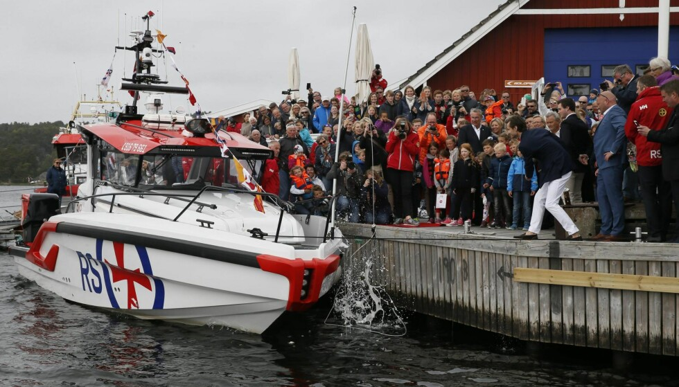 FÅR STØTTE: Redningsselskapet er en av organisasjonene som får midler fra spilloverskuddet til Norsk Tipping. Her døpes den nye redningsbåten «Einar Staff SR» i Hankø Marina i fjor. Det er den første av ti nye båter. Foto: Cornelius Poppe / NTB Scanpix