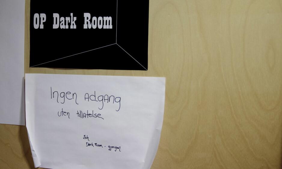 AVSLØRTE PEDO-NETTVERK: Politiet i Bergen jobbet i en lang periode med operasjon «Dark room» bak denne døra. Operasjonen har avdekket et større nettverk av pedofile. FOTO: PAUL S. AMUNDSEN
