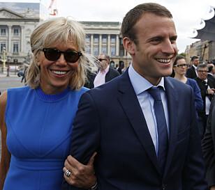 KOMET: Emmanuel Macron (39) har gjort kometkarriere i Fransk politikk. Her med kona Brigitte (64). Foto: NTB Scanpix