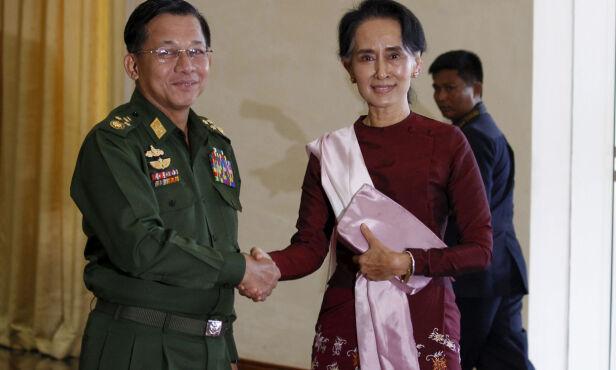 DELER MAKTEN: Hærsjef Min Aung Hlaing og Aung San Suu Kyi sitter begge med makt etter valget i 2015. Foto: Soe Zeya Tun / Reuters / NTB Scanpix