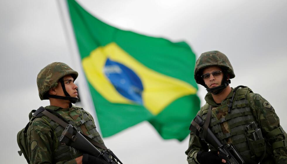 SIKKERHET: Brasilianske myndigheter sørget for et betydelig sikkerhetsoppbud i forbindelse med sommer-OL i rio 2016. Foto: Ueslei Marcelino     / Reuters / NTB Scanpix
