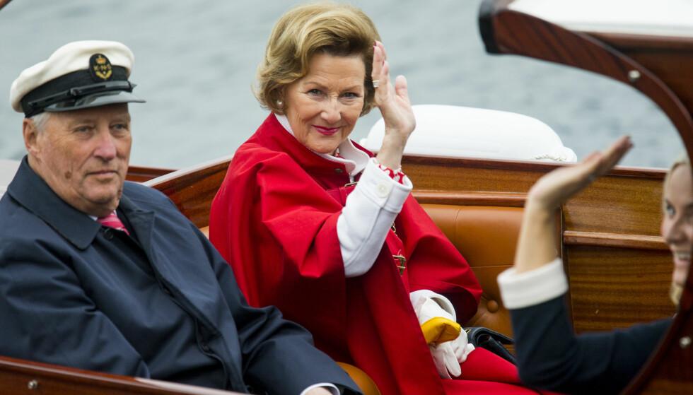 FEIL FOKUS: På vegne av alle kvinner: ville det ikke vært mer verdig av dere å fokusere på figuren dronningen GJØR, enn figuren hun HAR? spør artikkelforfatteren. Foto: Vegard Wivestad Grøtt / NTB scanpix