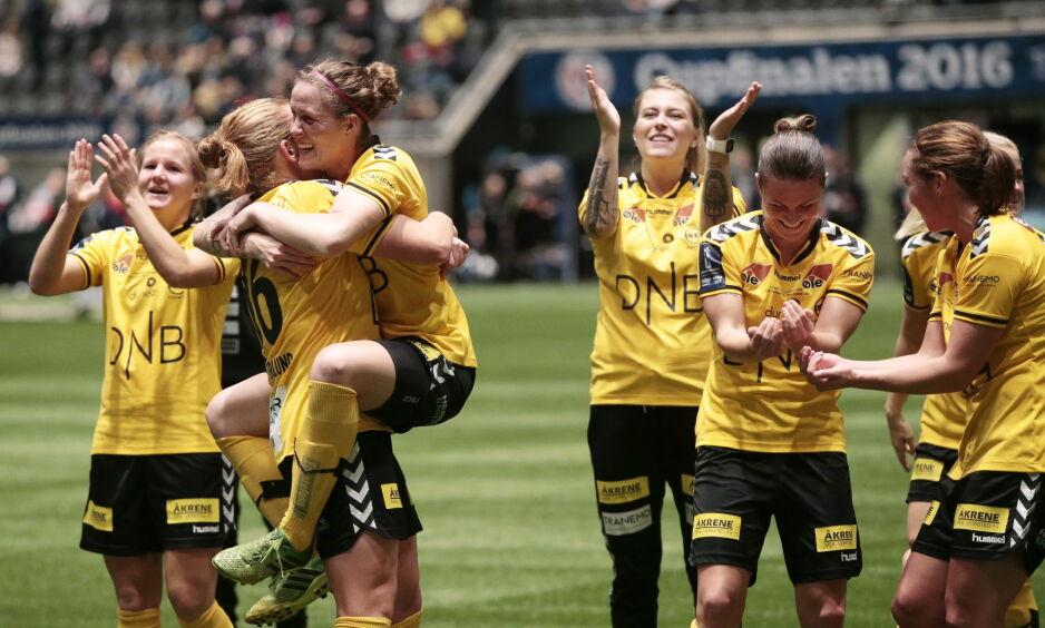 RYKKET FRA: LSKs kvinnelag leder Toppserien. Lørdag slo de Vålerenga 2-1 i derbyet. Her fra cupfinalen i fjor. Foto: Lise Åserud / NTB scanpix