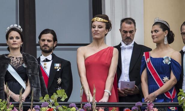 PÅ BALKONGEN: Desirée Kogevinas og Carlos Eugster tittet ned på folkehavet mellom Sveriges prinse-og kronprinsessepar. Vi skulle likt å vite hva Victoria tenker på i dette øyeblikket ... Foto: Lars Eivind Bones / Dagbladet