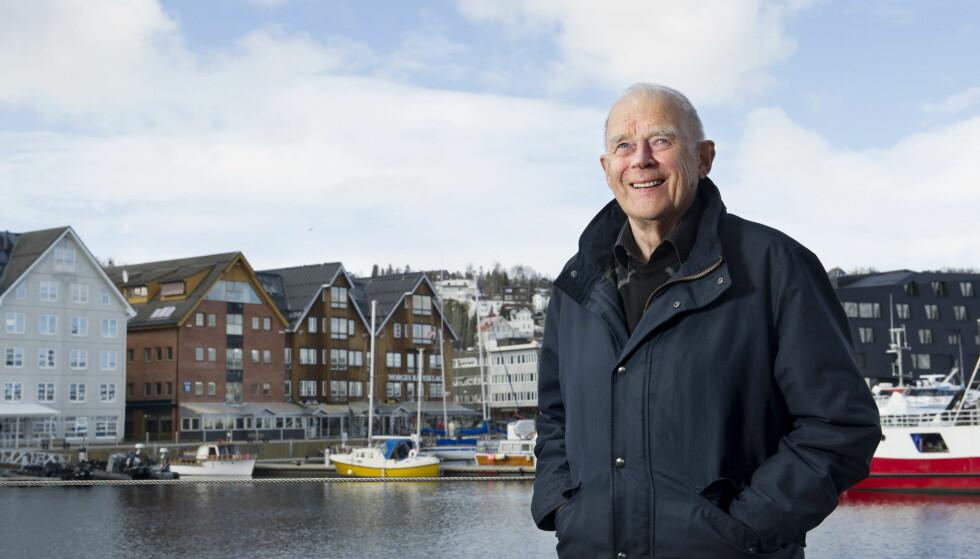 JUBILANT: Arthur Arntzen, mannen som har underholdt det norske folk med ramsalte vittigheter og bannskap fra Oluf Raillkattli, feirer 80-årsjubileum i dag. Foto: Ingun A. Mæhlum