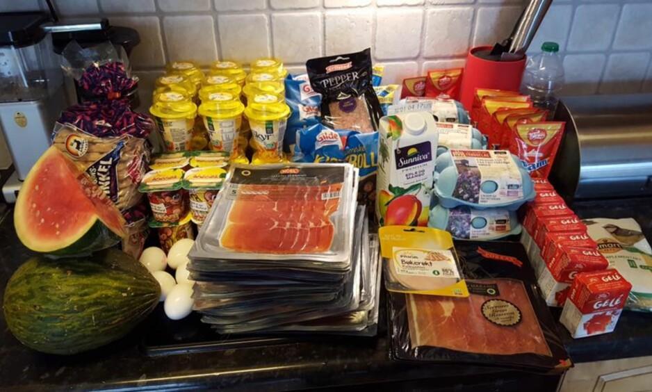 FRA SØPLA: Skinke, egg, yoghurt, kjøttboller, juice og gelé var blant matvarene som ble plukket opp av søpla. Foto: Facebook / Spis opp maten