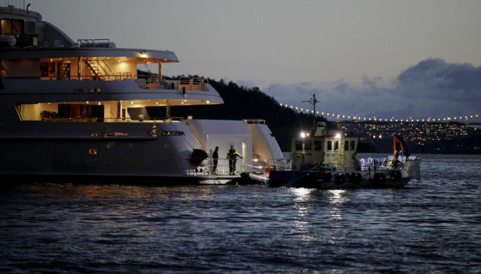 YACHT: Helikopteret skal ha forsøkt å lande på denne yachten da det styrtet. Yachten kom til Bergen i slutten av april. Foto: Paul S. Amundsen