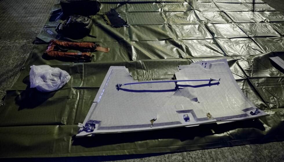 HENTET OPP: Politiet har hentet opp flere gjenstander fra sjøen. Foto: Paul S. Amundsen