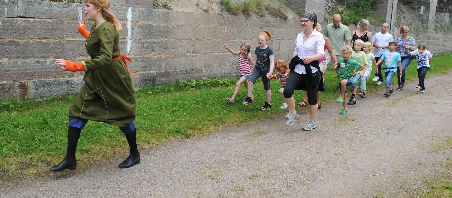 LÆRERIKT OG SPENNENDE: På Karlsborg Fästning kan du ta med hele familien på gulljakt (Foto Karlsborgs Fästning/ vastsverige.com)
