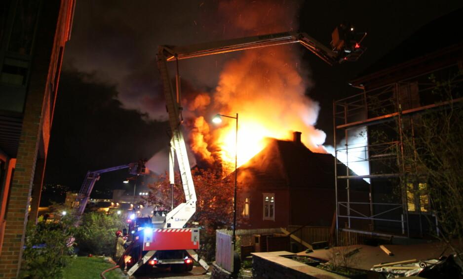 NEDBRENT: Politiet i Hordaland meldte om brannen like etter klokken 2 natt til søndag. Foto: Bergen Foto og Media