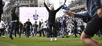 Stormet banen etter at 118 år gammel historie ble avsluttet med seier over Mourinho