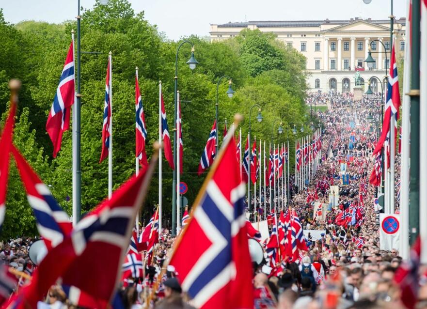 HIPP HURRA? Den mentale selvfedme er en farligere epidemi enn selv den økende fysiske fedmen i det nyrike Norge, skriver kronikkforfatteren. Foto: Audun Braastad / NTB Scanpix