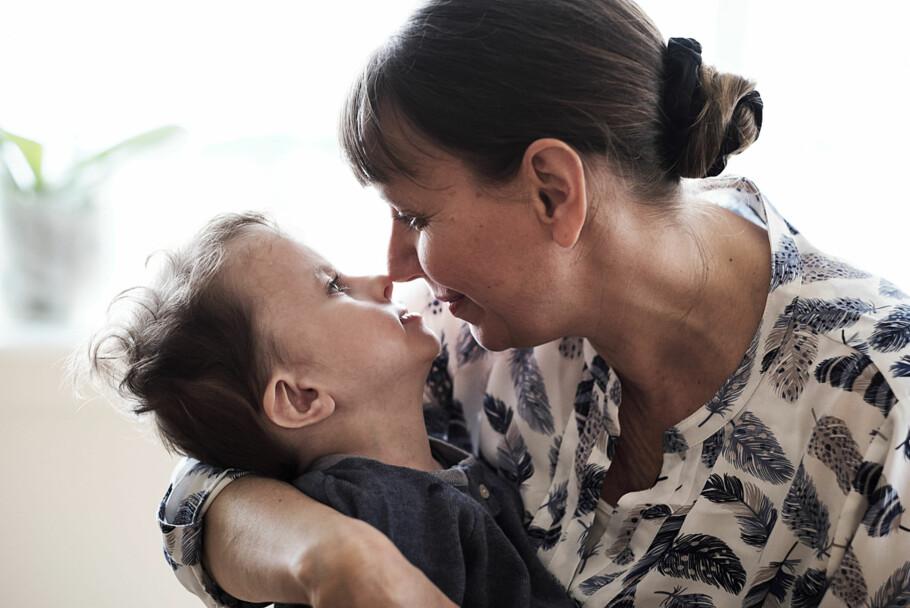 Mors lille Ole: – Barn som Ole blir diskriminert allerede før de er født, sier fembarns-moren Anna Solberg. Foto: Morten Rakke