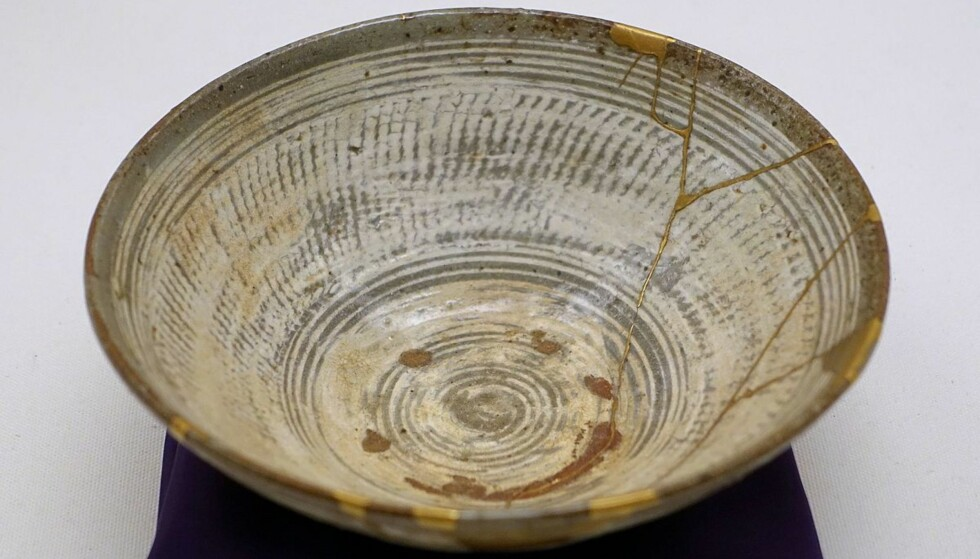 SAMMENSATT MED GULL: En koreansk teskål fra Joseon-dynastiet fra det 16. århundre, utstilt ved det etnologiske museet i Berlin. Foto: Wikicommons
