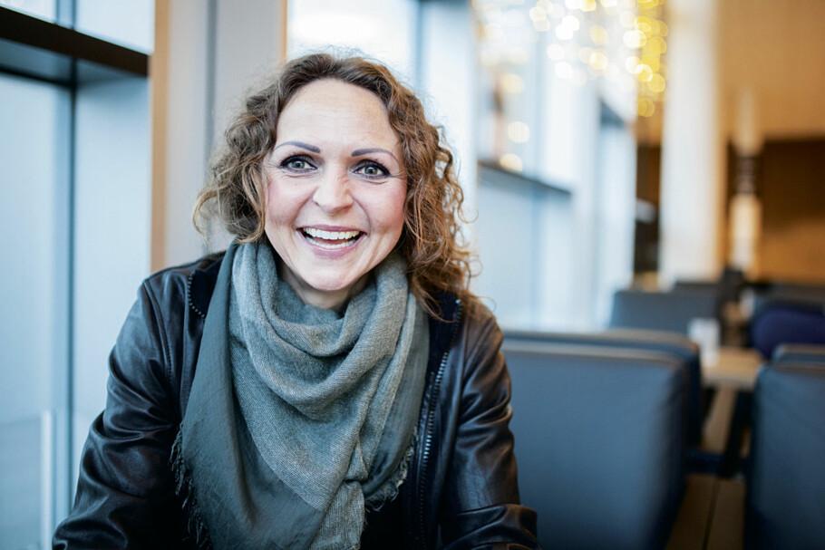 Fra ytterst til innerst: Først utdannet Linda Tånevik seg til å bli frisør, så akupunktør og til sist lege etter det hun forteller var et kall fra Gud. Foto: Kent Andersen