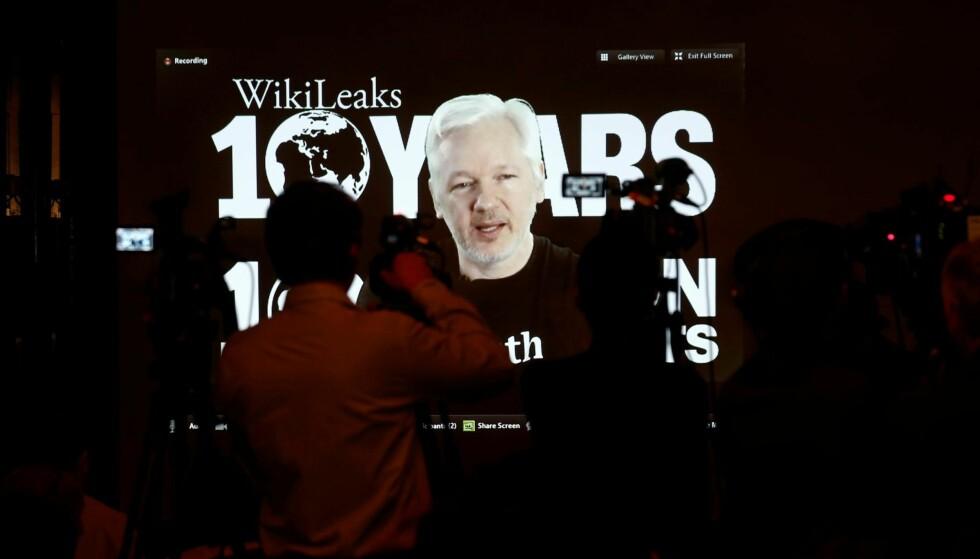 HENLAGT: Fredag henla den svenske påtalemakten voldtektssaken mot Julian  Assange fordi alle etterforskningsskritt i saken er tatt utenat Assange er utlevert til Sverige. «Innesperret i sju år uten anklagemens mine barn vokste opp og mitt navn ble svertet. Jeg vil ikke tilgieller glemme, skrev Assange på Twitter. Her fra en pressekonferanse i forbindelse med tiårsjubileet for Wikileaks i oktober i fjor. Foto: Foto: Axel Schmidt / Reuters / NTB Scanpix