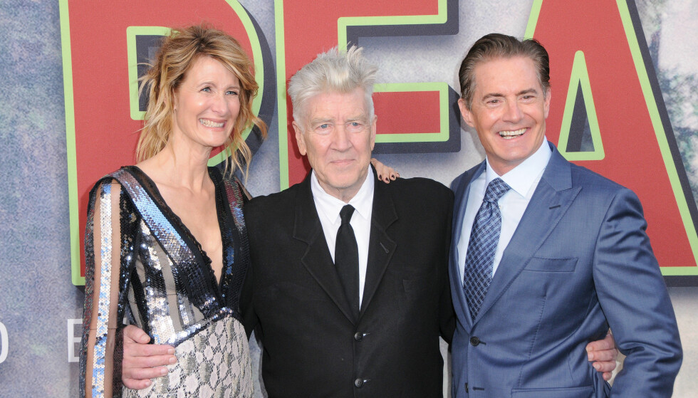 FEIRET SEG SELV: Regissør David Lynch sammen med Kyle MacLachlan som gjentar sin rolle som Dale Cooper og Laura Dern som gjør sin «Twin Peaks»-debut i den nye sesongen. Foto: NTB Scanpix