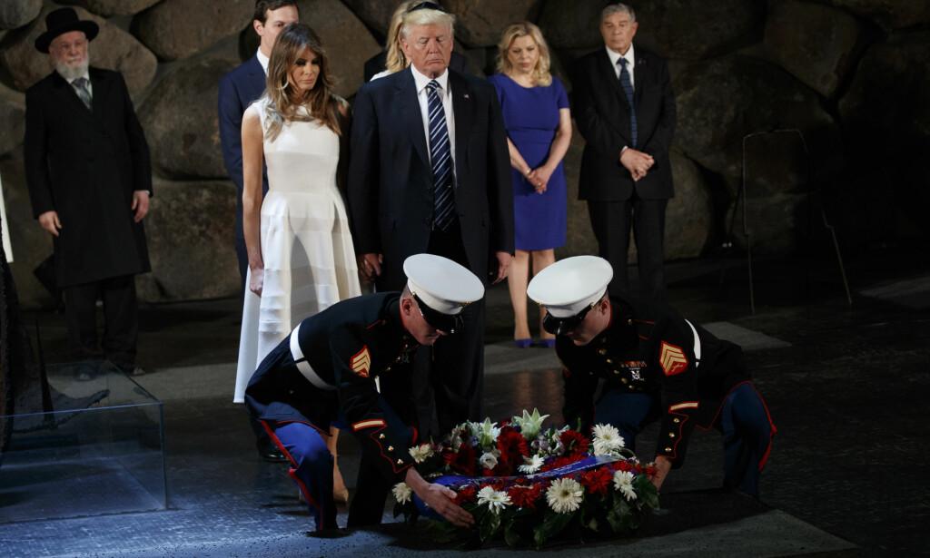 MINNESERMONI: President Donald Trump og USAs førstedame, Melania Trump, mintes holocaust-ofrene under besøket påIsraels nasjonale holocaustmuseum Yad Vashem tirsdag. Foto: AP / Evan Vucci