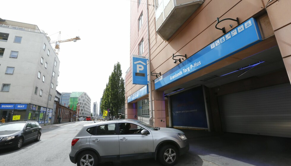 DRAP: Da fem menn kjørte inn i dette parkeringshuset i Oslo sentrum en sommerkveld i 2014, hadde de smuglede serbiske og tsjekkiske våpen i bilen. Foto: Heiko Junge / NTB scanpix