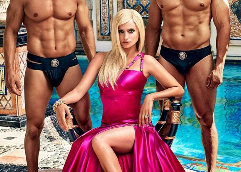 SOM SØSTEREN: Skuespiller Penelope Cruz (43) spiller rollen som Donatella Versace, søsteren til Gianni Versace som ble drept utenfor sitt hjem i Miami i 1997. FOTO: 20th Century Fox