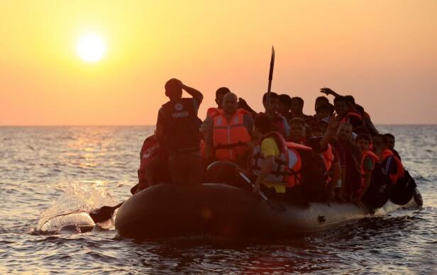 Båtflyktninger utenfor den greske øya Kos i 2015.  Foto: Jonathan Brady / NTB Scanpix