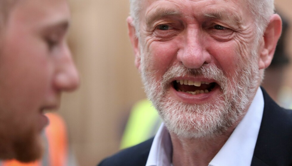 OPTIMIST: Jeremy Corbyn og Labour er i medvind. Mannen som ble avskrevet som uvalgbar, tror han kan vinne hele valget. Men innspurten på valgkampen preges av terroranslag og harde beskyldninger mellom Corbyn og Theresa May. / AFP PHOTO / SCOTT HEPPELL