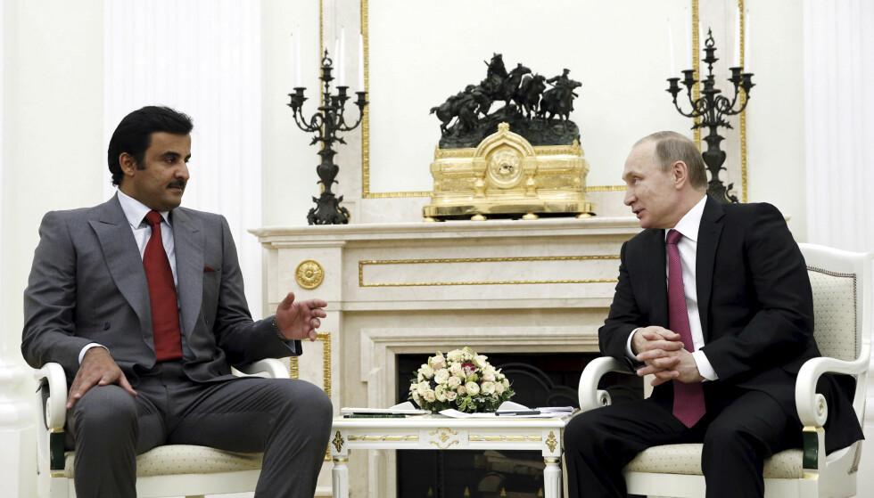 DIPLOMATISKE FORBINDELSER: I januar møtte Russlands president Vladimir Putin Qatars emir sjeik Tamim Bin Hamad Al-Thani. Nå hevdes det at russiske hackere står bak et cyberangrep mot Qatars nyhetsbyrå som skal ha ført til Qatar-krisen. Foto: Reuters / NTB Scanpix