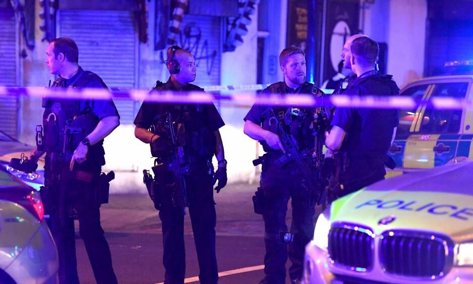 LONDON: Store politipatruljer er på stedet er en bil kjørte inn i en folkemengde i London natt til mandag. Foto: James Gourley/REX/Shutterstock/ NTB Scanpix