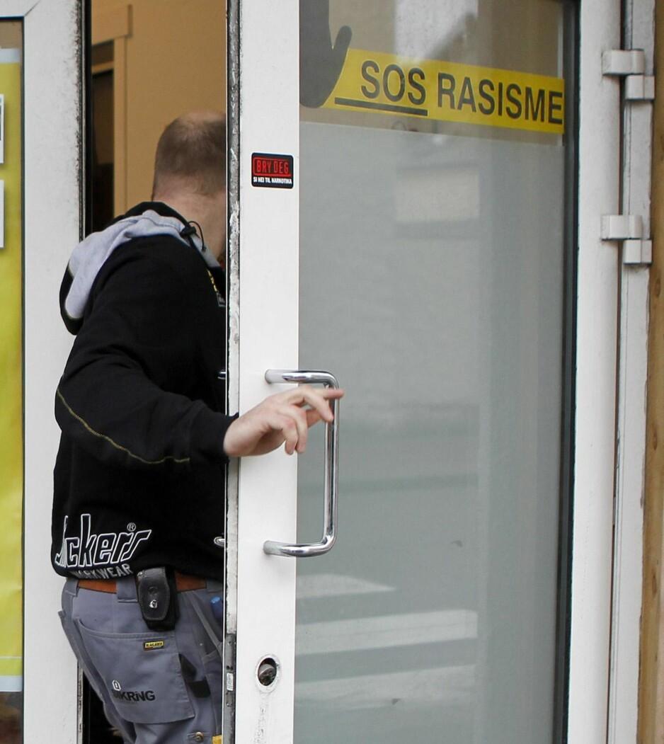 MEDLEMSJUKS: Ransaking i SOS Rasisme sine lokaler i Haugesund i 2012, på jakt etter dokumentasjon på medlemsjuks. Foto: Jan Kåre Ness / NTB scanpix
