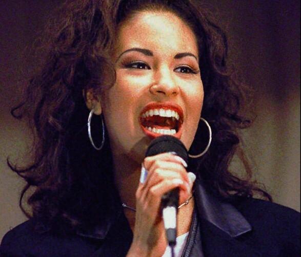 TRAGISK DØD: Sangstjerna Selena ble skutt og drept av Yolanda Saldívar, tidligere manager og leder av sangerens fanklubb, i 1995. Foto: AP/ NTB scanpix