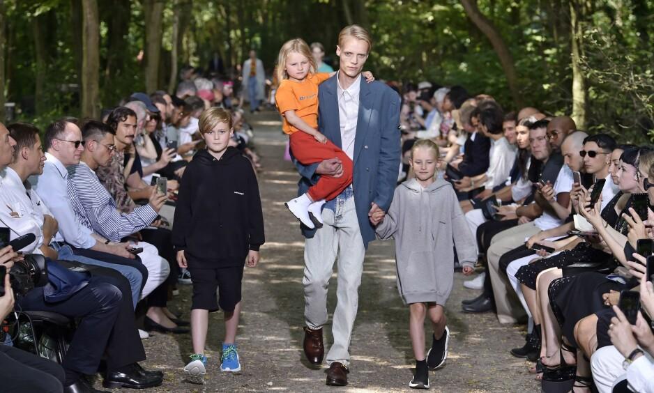 COMEBACK: Norske Christoffer Fagerli gjorde comeback med barna under Paris Fashion Week. Foto: NTB Scanpix