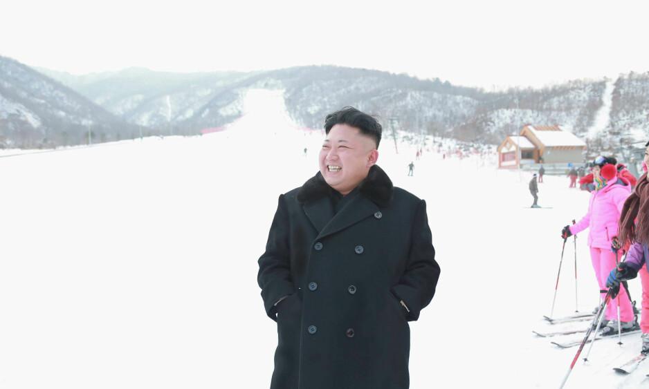 DIKTATORENS LEKEPLASS: Nord-Koreas Kim Jong-un beordret bygging av en kopi av et svetsisk skiresort. Nå er anlegget aktuelt for å overta OL-øvelser fra Pyoengchang. Neste uke er det sonderinger mellom de sørkoreanske lederne og IOC-president Thomas Bach. FOTO: Reuters.